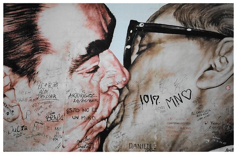 berlin wall mural