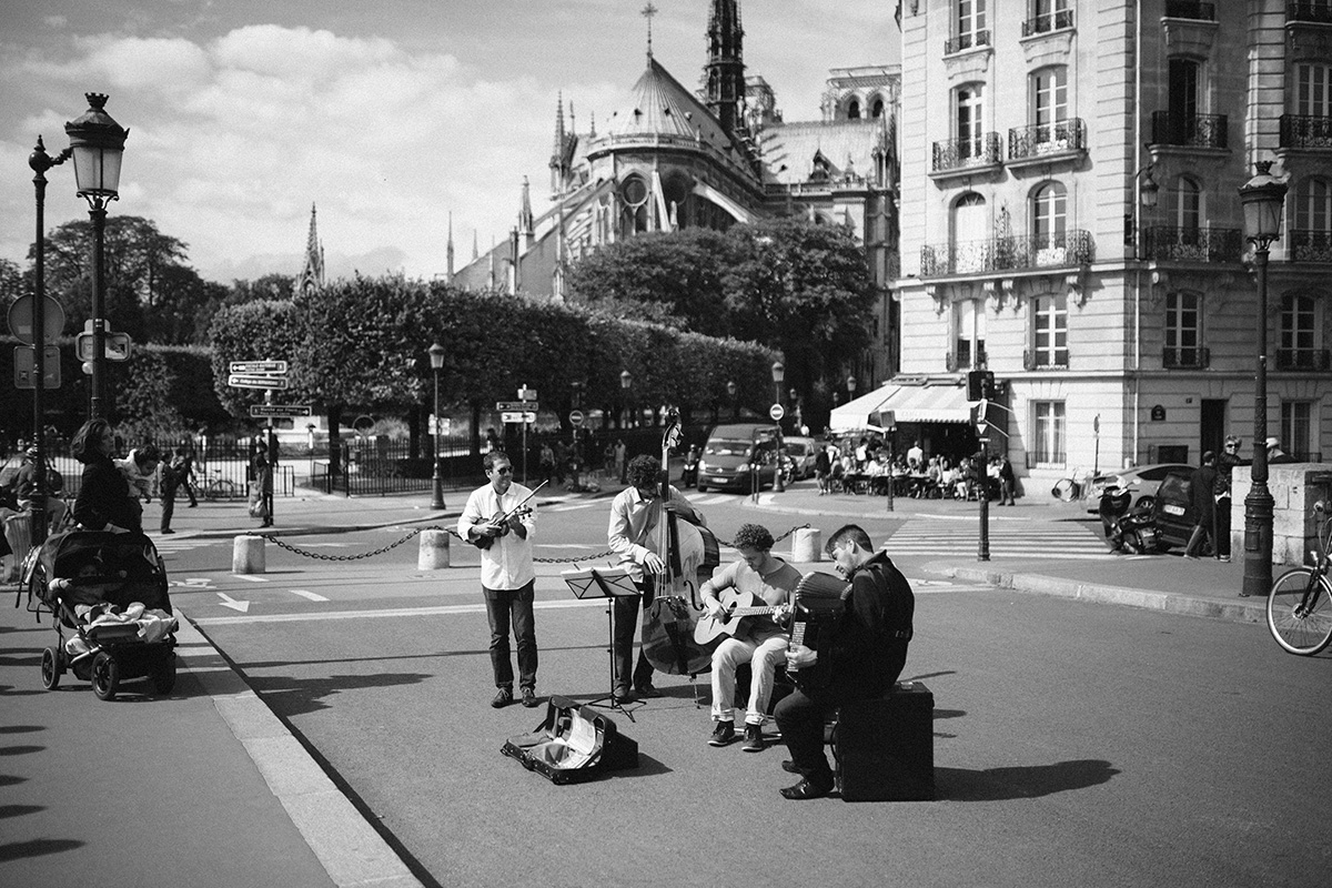 Parisian street buskers photo