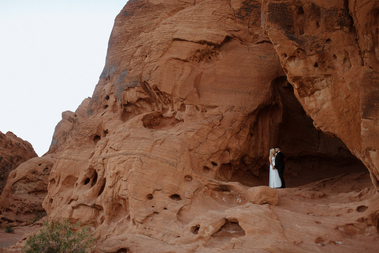 las vegas elopement photographer valley of fire destination wedding copeland