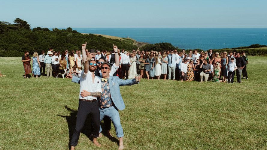 group photo cornish beach wedding chris copeland photography